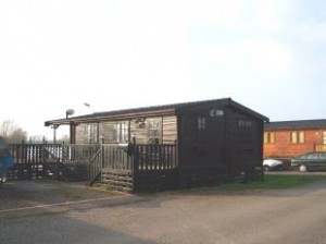 lodge-cabin-to-rent-in-buckden-marina-huntingdon-front